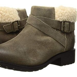 UGG Benson Dove Women Buckle Sheepskin Ankle Boot